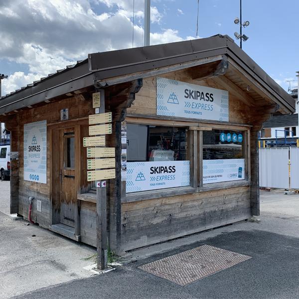 Covering adhésif et enseigne en dibond Chalet Soremac Les Carroz Haute Savoie 74